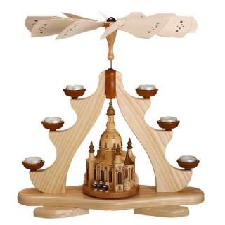Teelichtpyramide - Dresdener Frauenkirche mit Sängern